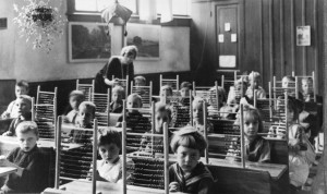 Children using an abacus in school. Image credits: Spaarnestad Photo