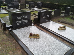 Graves of Henk and Mien Hoitink and their son Dinant