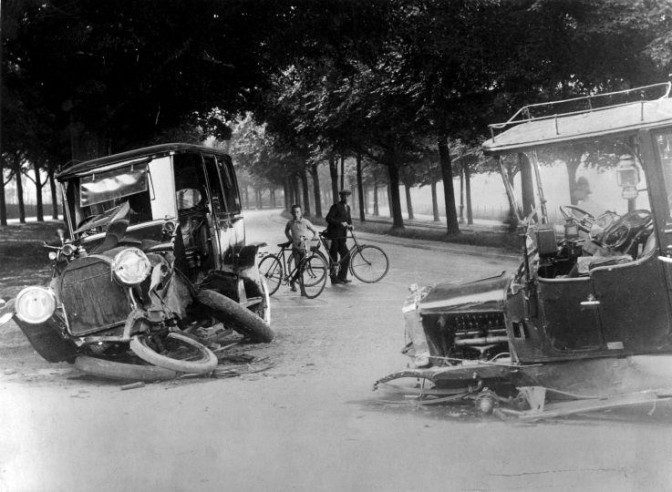 Car wreck, before 1914.