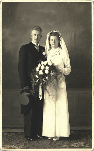 Wedding picture of Henk Hoitink and Mien Woordes