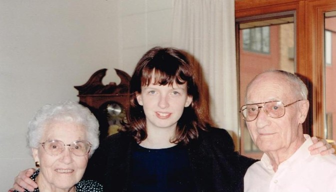 Yvette Hoitink between Augusta and Lewis Risseeuw, two Americans of 100% Dutch descent, in 1997. Credits: Mary Risseeuw (used with permission)