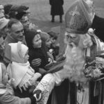 Sinterklaas greeting children. Credits: Harry Pol, collection Nationaal Archief (CC-BY)